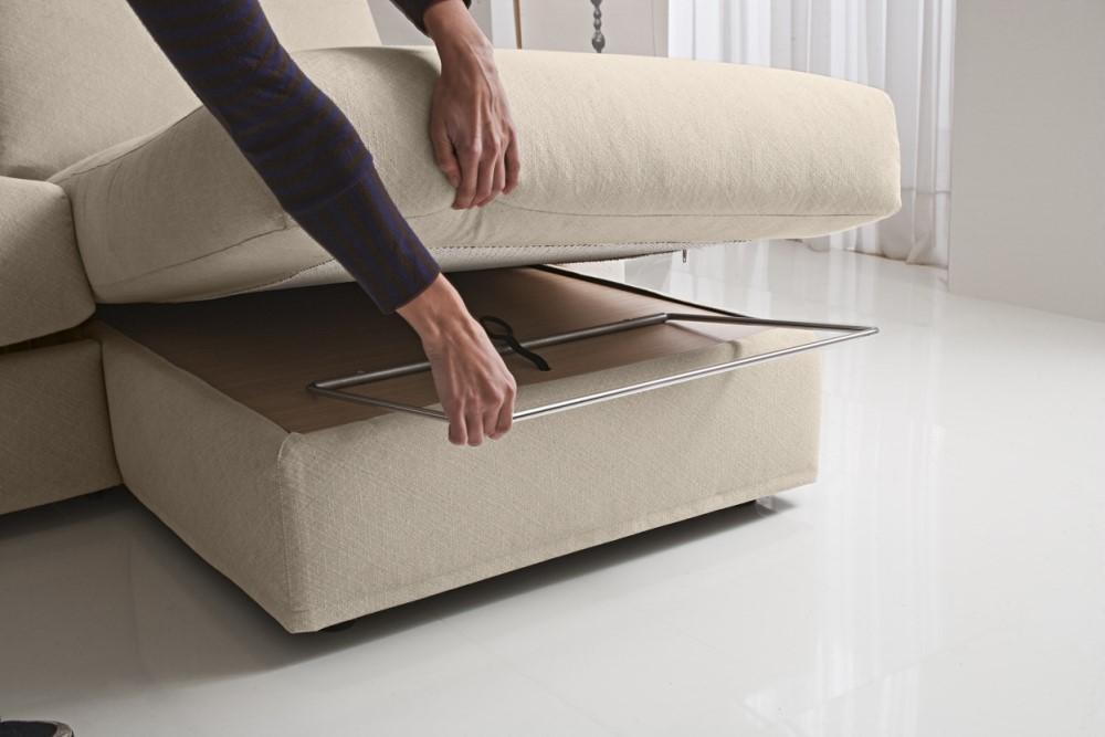 Apertura divano letto beige con penisola