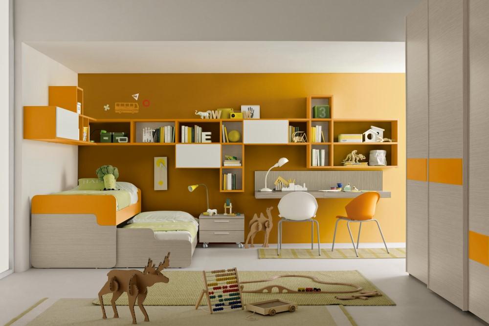 Libreria arancione per la cameretta dei bambini