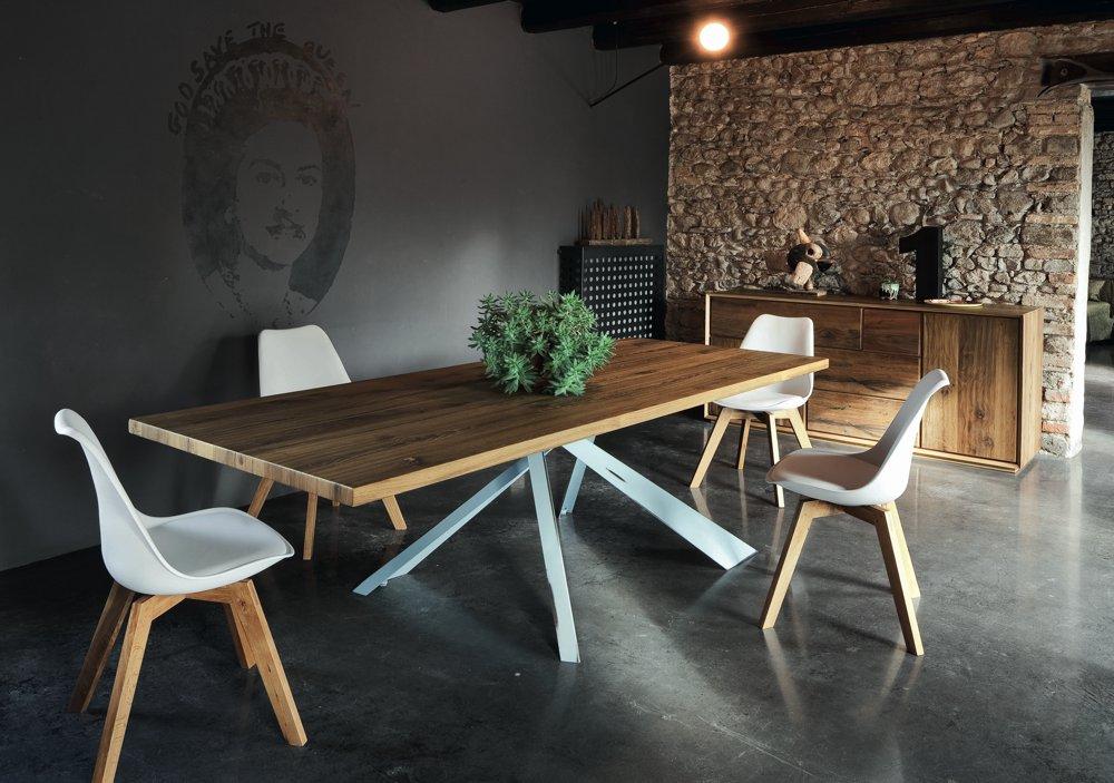 Sedia design bianca e legno