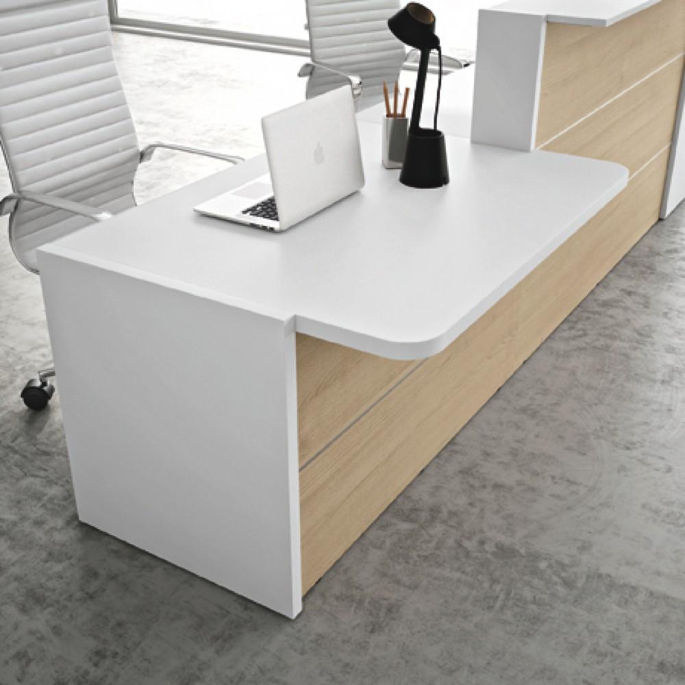 Mobile bianco e legno per reception