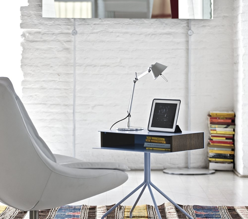 Tavolino basso in legno con cassetto