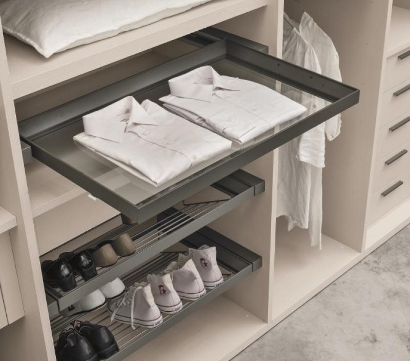 Cabina armadio con cassetto estraibile
