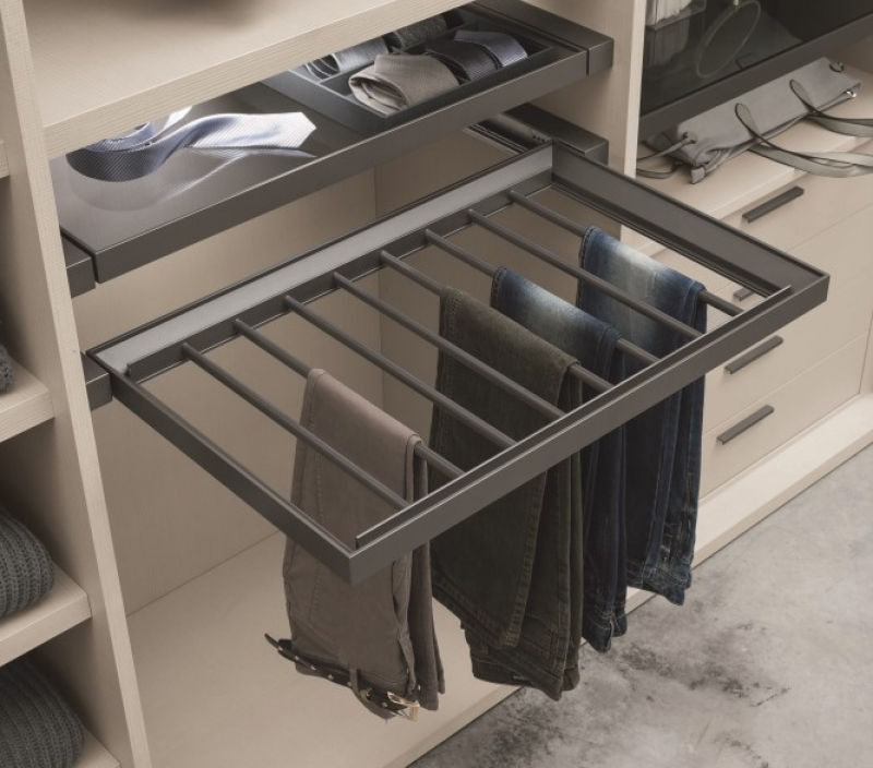 Cabina armadio con portapantaloni estraibile