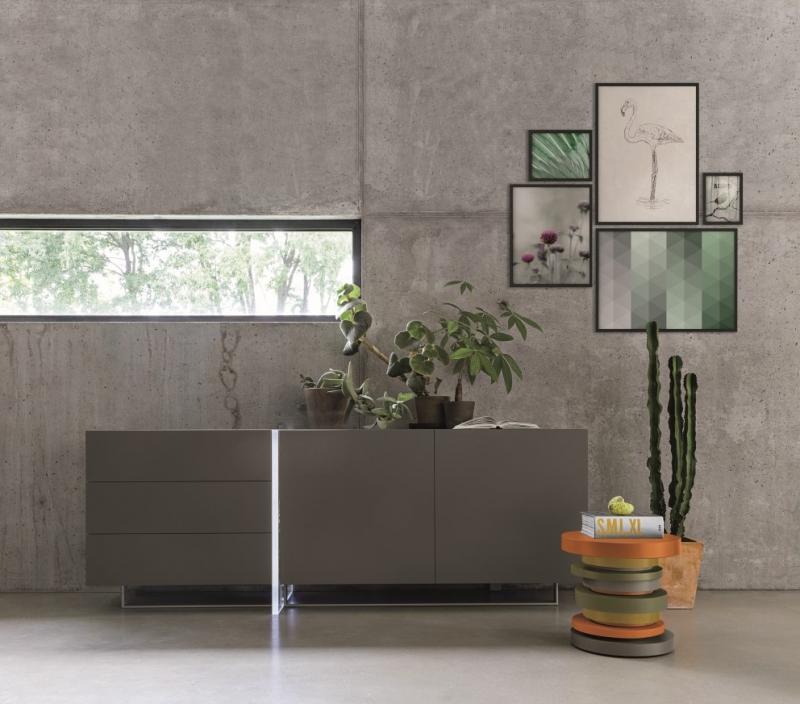 Credenza moderna di design grigio scuro