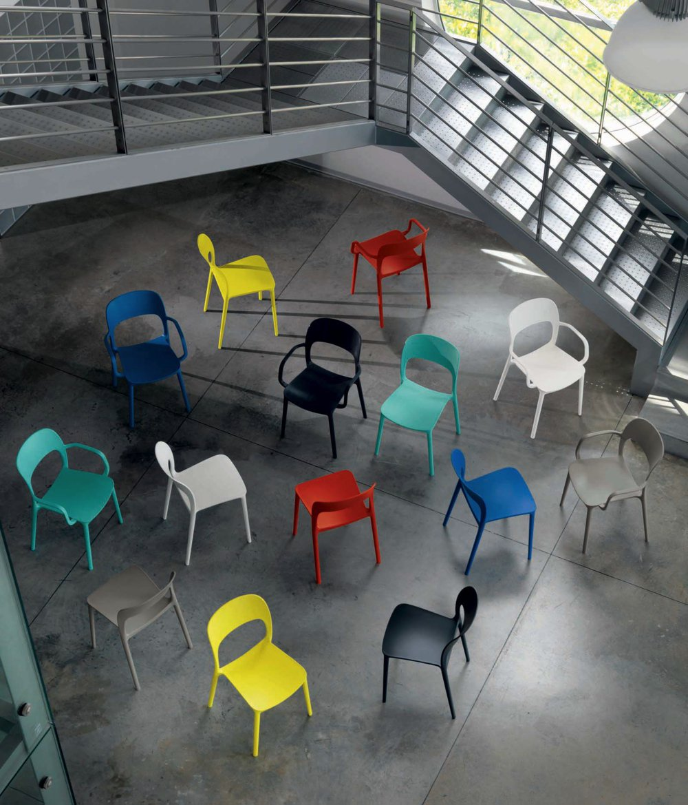 Sedie plastica colorate di design
